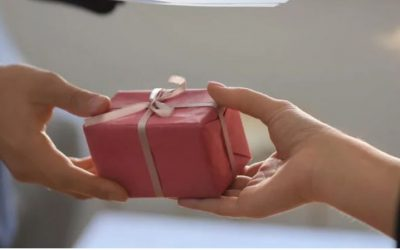 Be a smart gift-giver this holiday season